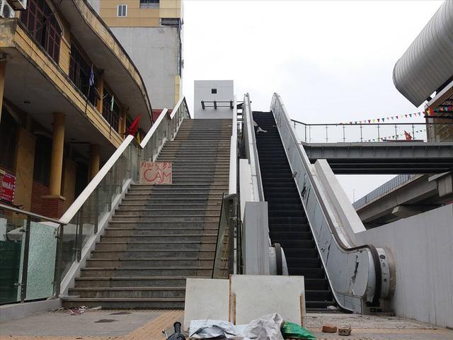 Nhiều lần thất hẹn, đường sắt Cát Linh-Hà Đông vẫn còn ngổn ngang - Ảnh 6.