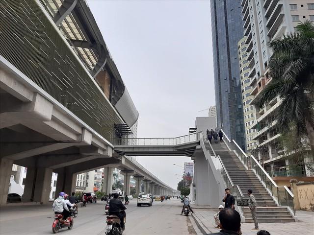 Nhiều lần thất hẹn, đường sắt Cát Linh-Hà Đông vẫn còn ngổn ngang - Ảnh 9.