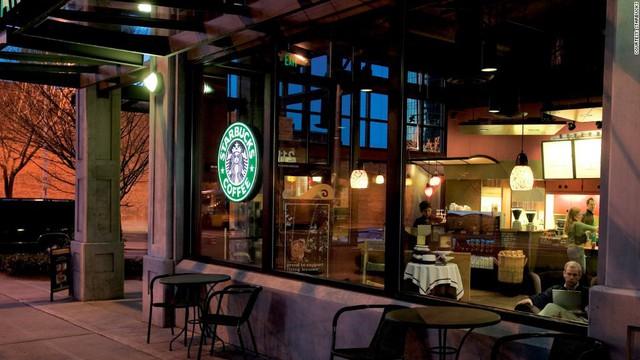 Phép màu nào đưa Starbucks từ một cửa hàng rang cafe thành chuỗi thương hiệu trị giá trăm tỉ đô? - Ảnh 10.