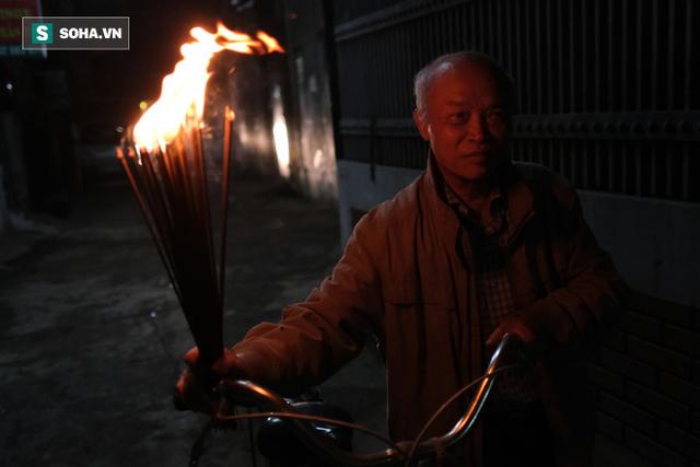 Tục lấy lửa độc đáo mang may mắn từ đình làng về tới nhà ở Hà Nội - Ảnh 17.