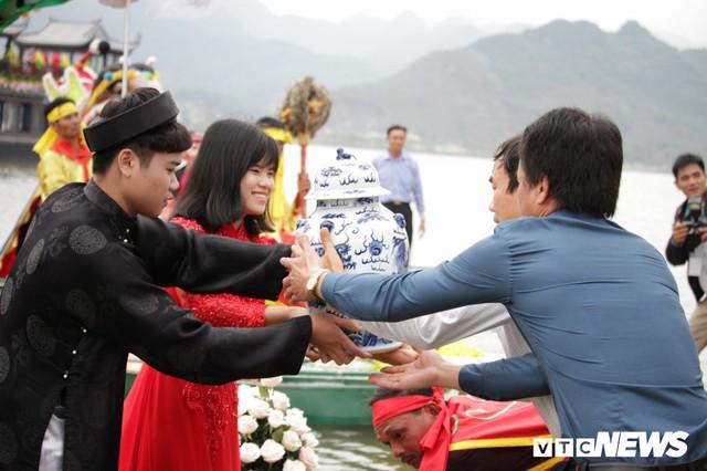 Ảnh: Vạn người tham gia lễ rước nước tại chùa Tam Chúc lớn nhất thế giới - Ảnh 6.