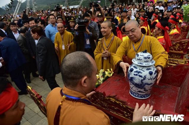 Ảnh: Vạn người tham gia lễ rước nước tại chùa Tam Chúc lớn nhất thế giới - Ảnh 8.