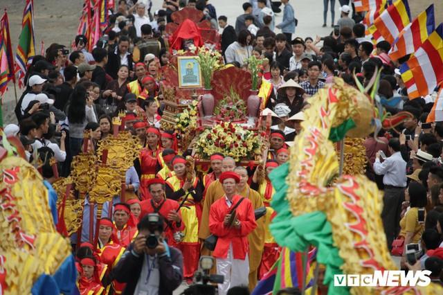 Ảnh: Vạn người tham gia lễ rước nước tại chùa Tam Chúc lớn nhất thế giới - Ảnh 9.