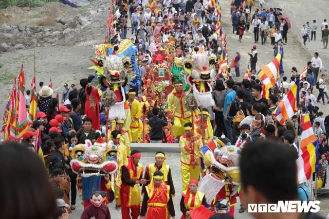 Ảnh: Vạn người tham gia lễ rước nước tại chùa Tam Chúc lớn nhất thế giới - Ảnh 10.
