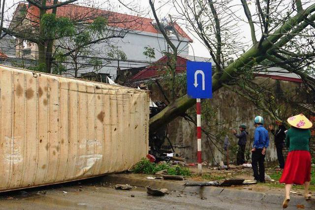 Xe container gây tai nạn liên hoàn nghiêm trọng, 8 người thương vong  - Ảnh 11.