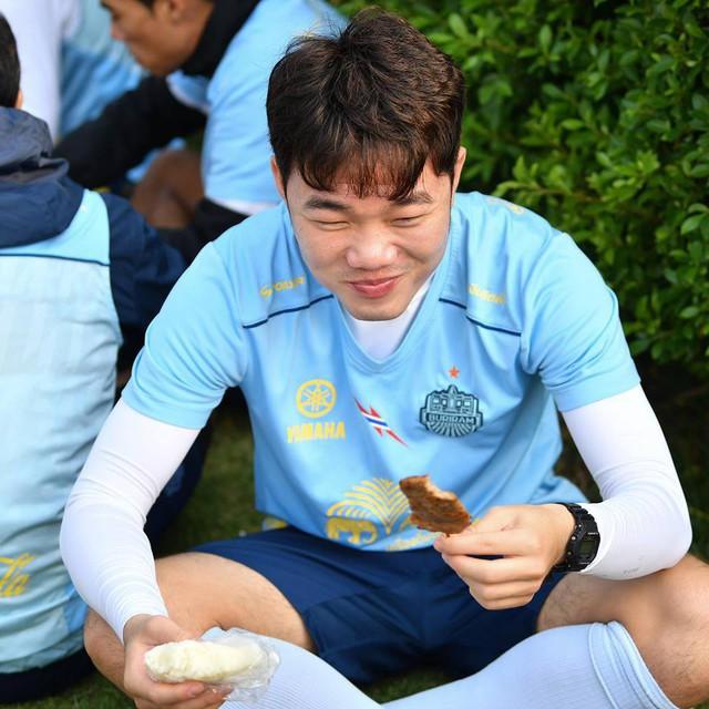 Báo Thái ngỡ ngàng với sức hút khủng Xuân Trường tạo ra khi chuyển tới đội bóng mới - Ảnh 13.