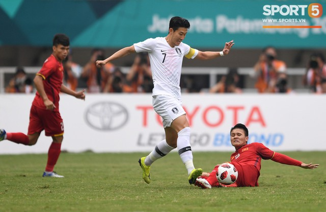 Cuộc tái đấu giữa Quang Hải và Son Heung-min bị hoãn vô thời hạn - Ảnh 1.
