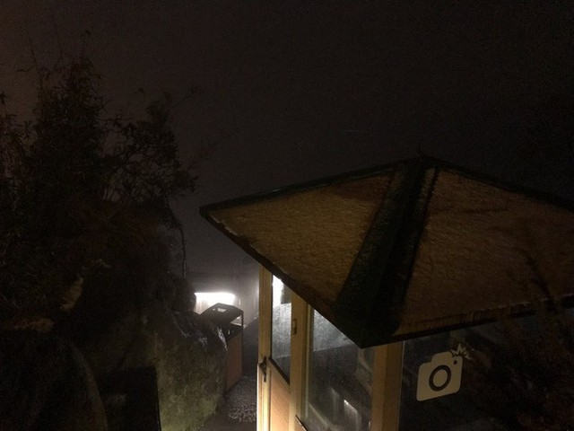 Đỉnh Fansipan phủ kín băng trắng sau cơn mưa kéo dài 30 phút - Ảnh 18.
