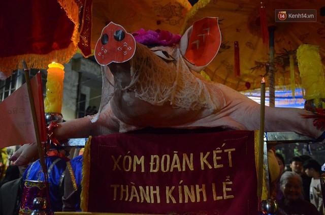 Hà Nội: Dùng kim khâu vào da của 17 ông lợn để thực hiện lễ rước và tế lợn trong đêm ở làng La Phù - Ảnh 8.