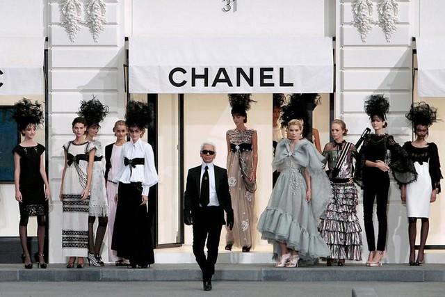 Sự nghiệp của bố già làng thời trang Karl Lagerfeld - người đã thay máu cả đế chế Chanel - Ảnh 3.