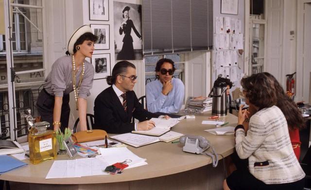 Sự nghiệp của bố già làng thời trang Karl Lagerfeld - người đã thay máu cả đế chế Chanel - Ảnh 2.