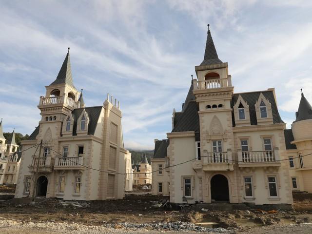 6 dự án bất động sản bỏ hoang kỳ lạ nhất trên thế giới - Ảnh 11.