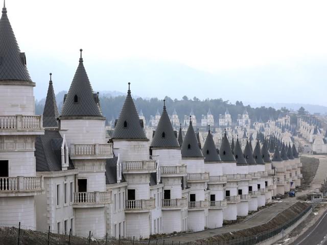 6 dự án bất động sản bỏ hoang kỳ lạ nhất trên thế giới - Ảnh 12.