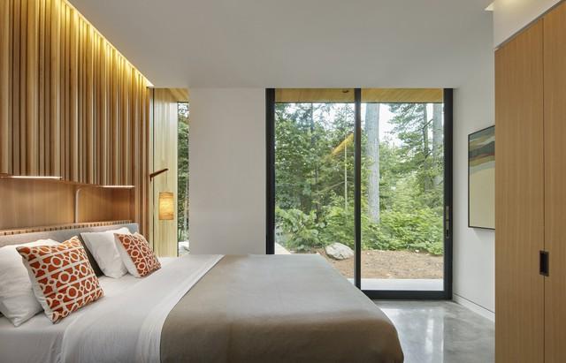 Ngôi nhà trên diện tích hơn 2.700 m2 có lưng dựa rừng thông cổ thụ, mặt hướng hồ - Ảnh 5.
