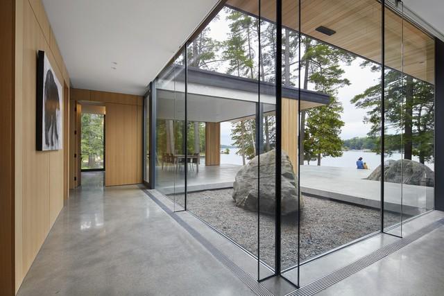 Ngôi nhà trên diện tích hơn 2.700 m2 có lưng dựa rừng thông cổ thụ, mặt hướng hồ - Ảnh 6.
