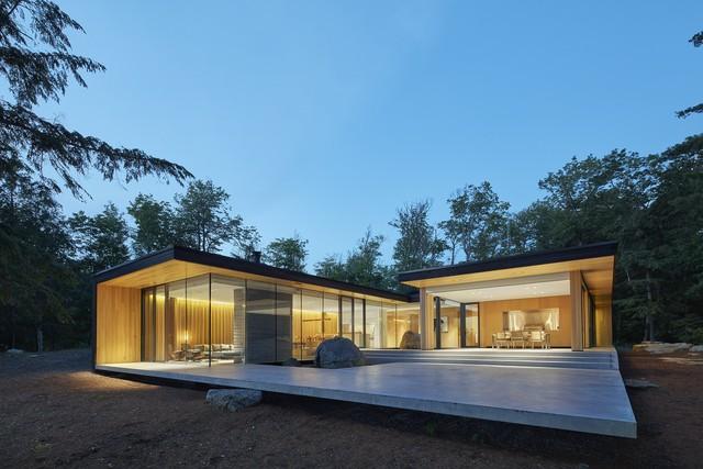 Ngôi nhà trên diện tích hơn 2.700 m2 có lưng dựa rừng thông cổ thụ, mặt hướng hồ - Ảnh 8.