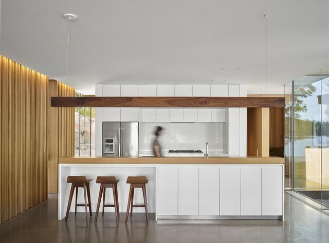 Ngôi nhà trên diện tích hơn 2.700 m2 có lưng dựa rừng thông cổ thụ, mặt hướng hồ - Ảnh 9.