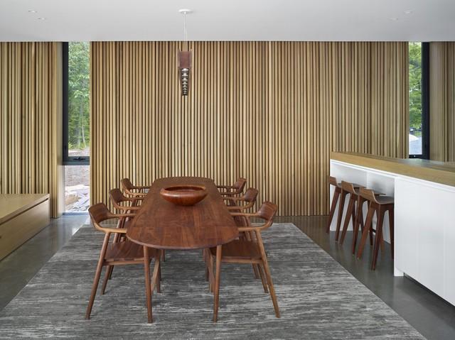 Ngôi nhà trên diện tích hơn 2.700 m2 có lưng dựa rừng thông cổ thụ, mặt hướng hồ - Ảnh 10.