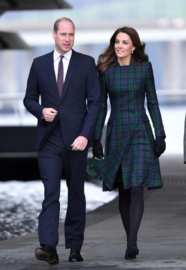 Công nương Kate ngày càng gầy gò vì căng thẳng với em dâu Meghan và đột ngột chuyển trường cho Công chúa Charlotte - Ảnh 1.