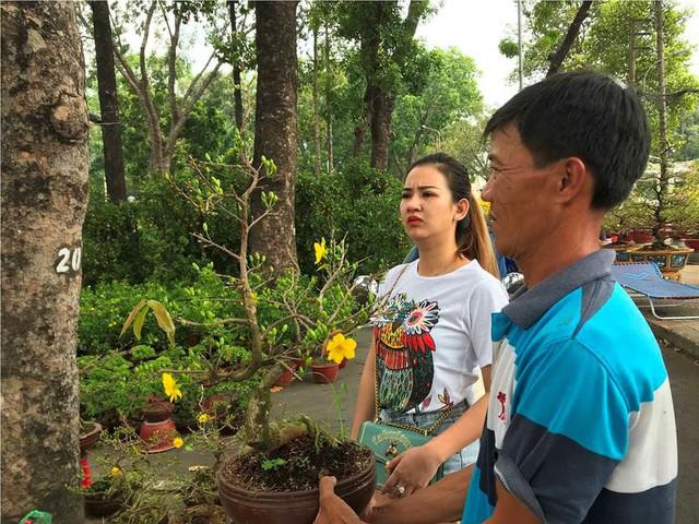 Chợ hoa Tết lớn nhất Sài Gòn nhộn nhịp ngày cuối năm - Ảnh 12.