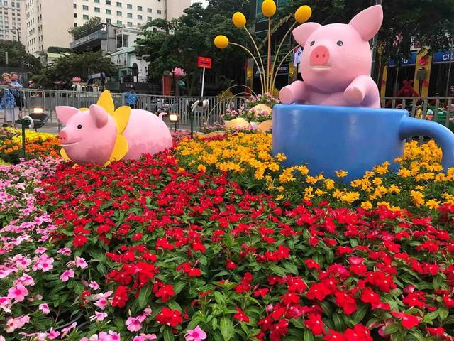 Những chú heo ngộ nghĩnh trên đường hoa Nguyễn Huệ - Ảnh 14.