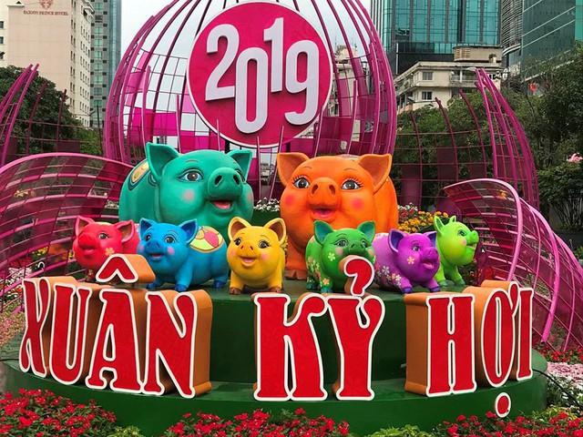 Những chú heo ngộ nghĩnh trên đường hoa Nguyễn Huệ - Ảnh 16.