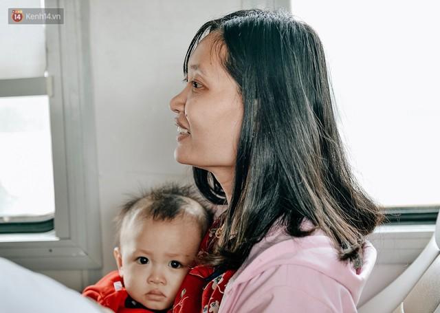 Chuyến tàu mùa xuân chở công nhân nghèo dọc đường đất nước về đến ga Hà Nội và những khoảnh khắc đoàn tụ đầy xúc động - Ảnh 4.