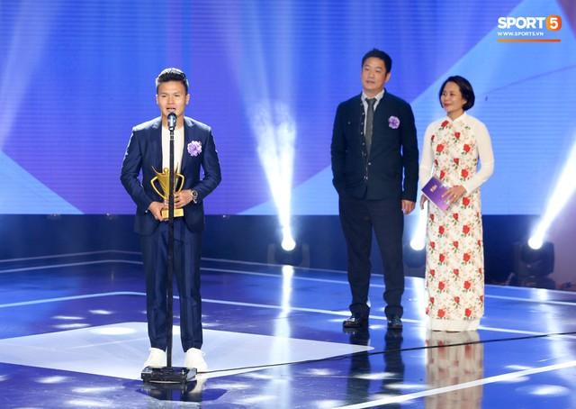 Duy Mạnh cắm cờ trên tuyết được chọn là khoảnh khắc ấn tượng nhất của thể thao Việt Nam năm 2018 - Ảnh 4.