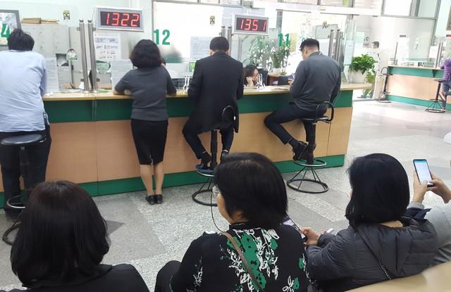 28 Tết: Một số ngân hàng vẫn giao dịch đến hết ngày - Ảnh 4.