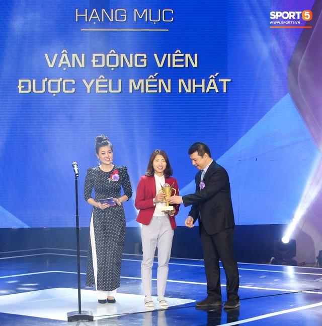 Duy Mạnh cắm cờ trên tuyết được chọn là khoảnh khắc ấn tượng nhất của thể thao Việt Nam năm 2018 - Ảnh 8.