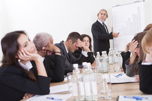 Đến văn phòng nhưng chỉ ngồi làm việc vô bổ: Từ bỏ ngay 5 thói quen xấu này để đòi lại 8 tiếng quý giá của cuộc đời - Ảnh 1.