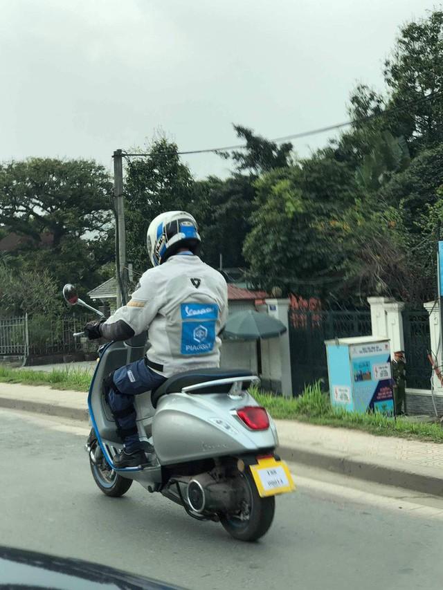 Vespa Elettrica bất ngờ có mặt tại Hà Nội - xe máy điện có giá giật mình thách thức VinFast Klara - Ảnh 2.