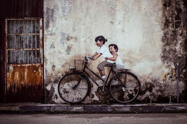 Bức tranh tường nổi tiếng của Penang khi về đến Việt Nam bỗng khiến người xem khóc thét - Ảnh 1.