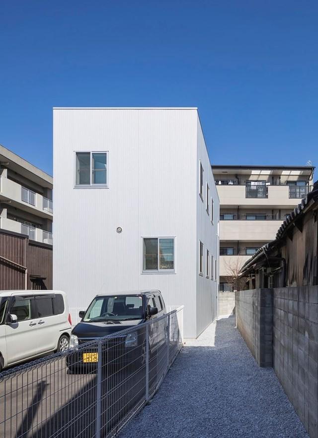 Ngôi nhà 13 tầng không phòng, không vách ngăn tại Nhật Bản - Ảnh 1.