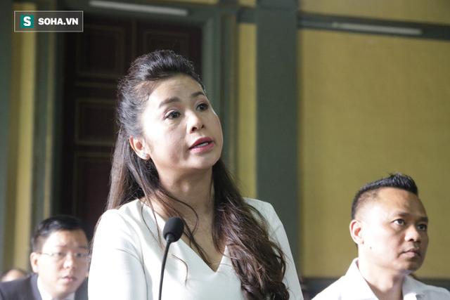 [ẢNH]: Khoảnh khắc căng thẳng trong phiên xử ly hôn vợ chồng ông chủ cà phê Trung Nguyên - Ảnh 14.
