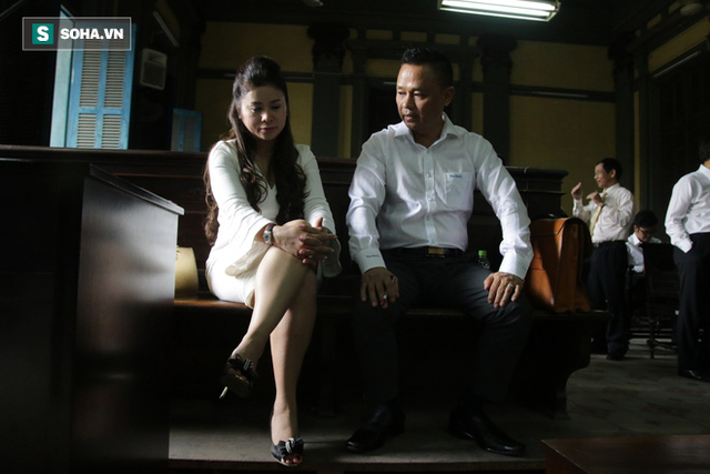 [ẢNH]: Khoảnh khắc căng thẳng trong phiên xử ly hôn vợ chồng ông chủ cà phê Trung Nguyên - Ảnh 17.