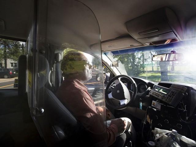 Người thiết kế vách ngăn bảo vệ cho tài xế taxi ở Hà Nội: Mình quan tâm nhất là tính mạng của họ, vì mình cũng từng là tài xế! - Ảnh 4.