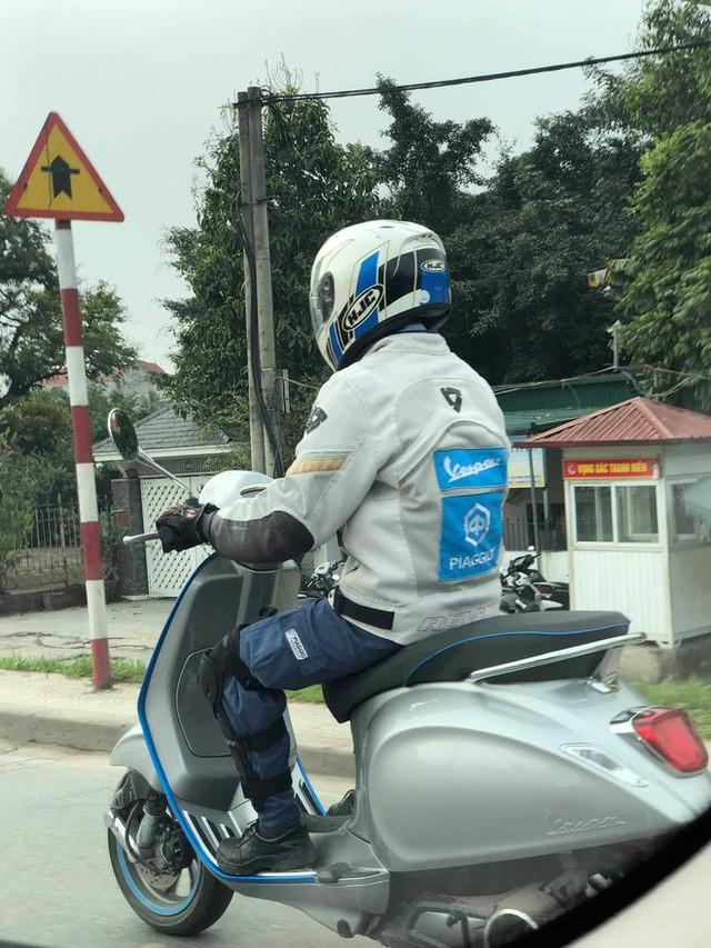 Vespa Elettrica bất ngờ có mặt tại Hà Nội - xe máy điện có giá giật mình thách thức VinFast Klara - Ảnh 3.