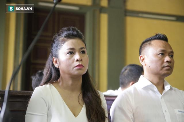 [ẢNH]: Khoảnh khắc căng thẳng trong phiên xử ly hôn vợ chồng ông chủ cà phê Trung Nguyên - Ảnh 4.