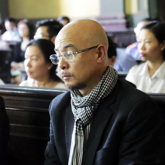 [ẢNH]: Khoảnh khắc căng thẳng trong phiên xử ly hôn vợ chồng ông chủ cà phê Trung Nguyên - Ảnh 7.