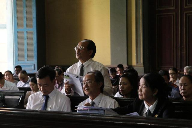 [ẢNH]: Khoảnh khắc căng thẳng trong phiên xử ly hôn vợ chồng ông chủ cà phê Trung Nguyên - Ảnh 10.