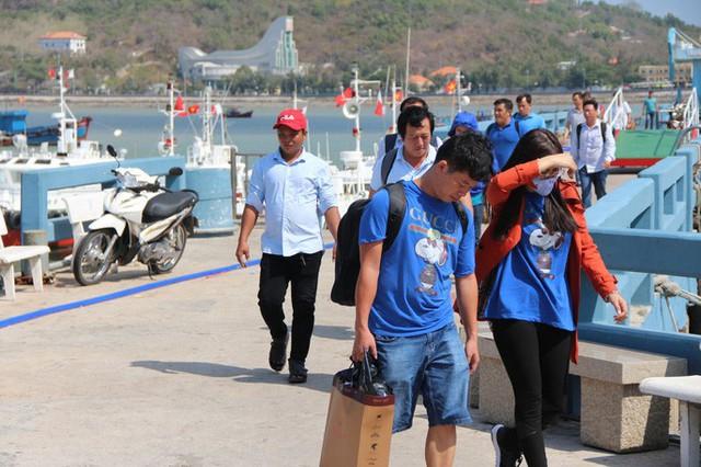 CLIP: Tàu cao tốc Côn Đảo chở hơn 500 khách gặp sự cố trên biển  - Ảnh 1.