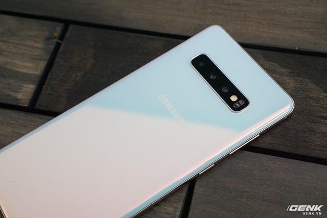 Trên tay Galaxy S10 và S10+: Bước ngoặt mới trong thiết kế smartphone - Ảnh 18.