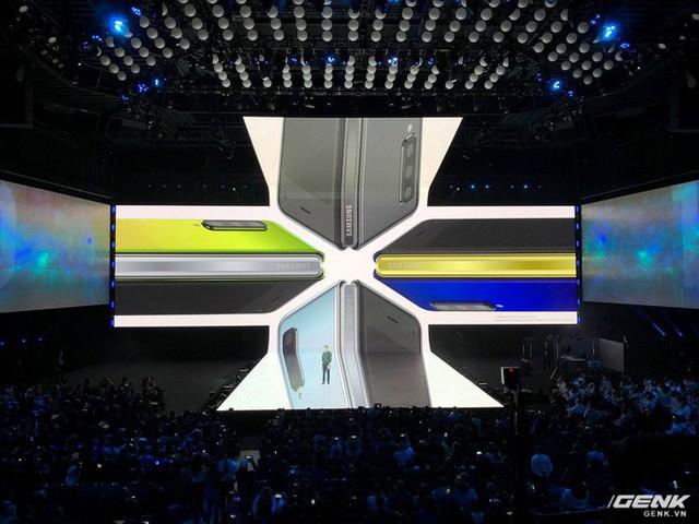 Smartphone màn hình gập Samsung Galaxy Fold chính thức ra mắt: Giá 1980 USD, màn hình 4.6 inch gập mở thành 7.3 inch, RAM 12GB, 6 camera, bộ nhớ trong 512GB UFS 3.0 - Ảnh 8.