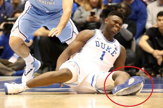 Cổ phiếu của Nike bốc hơi 3 tỷ USD sau khi giày của một hảo thủ bóng rổ nổ toạc trên sân gây chấn thương - Ảnh 1.