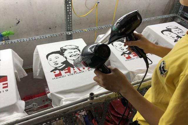 Cận cảnh xưởng làm áo Tổng thống Mỹ và nhà lãnh đạo Triều Tiên - Ảnh 7.