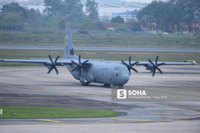 Lực sĩ C-130 Hercules chuyển hành trang của tổng thống Trump tới Hà Nội - Ảnh 10.