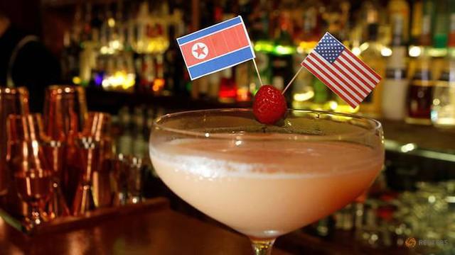 Cửa hàng tung chiêu độc, loạt dịch vụ ăn theo Hội nghị Trump - Kim bội thu - Ảnh 3.