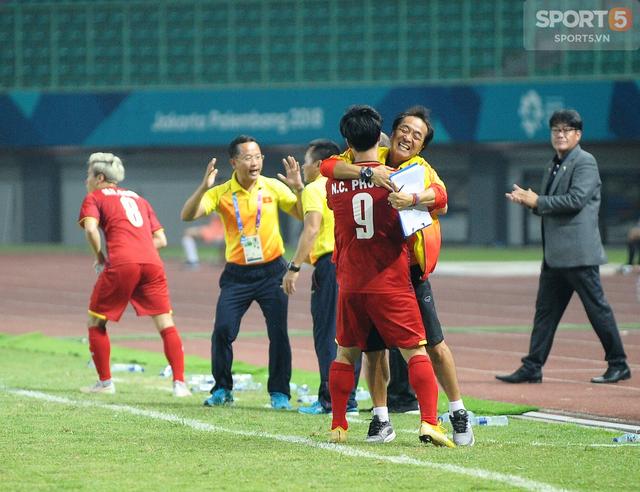 Không phải ông Park Hang-seo, HLV Lee Young-jin sẽ dẫn dắt U22 Việt Nam dự SEA Games 2019 - Ảnh 1.
