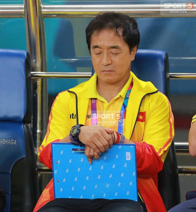 Không phải ông Park Hang-seo, HLV Lee Young-jin sẽ dẫn dắt U22 Việt Nam dự SEA Games 2019 - Ảnh 2.